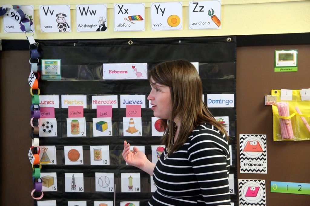 Spanish instructor Kristin Nguyen teaches a class at Parkview Elementary School. Dual-language classes are attracting native English-speaking families who bet that top jobs will increasingly demand bilingual skills thanks to foreign trade and a growing Latino population in the U.S. Photo: Tony V. Martin/The Times of Northwest Indiana/Associated Press